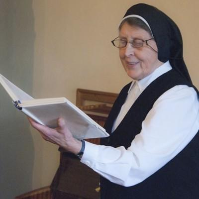 Sestra Boža je rešila že kar nekaj brezupnih pevcev :)