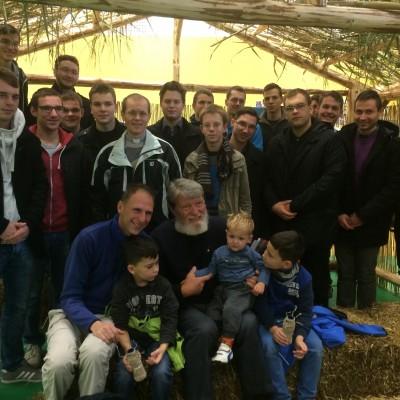 Z misijonarjem Pedrom Opeko v misijonski vasi.